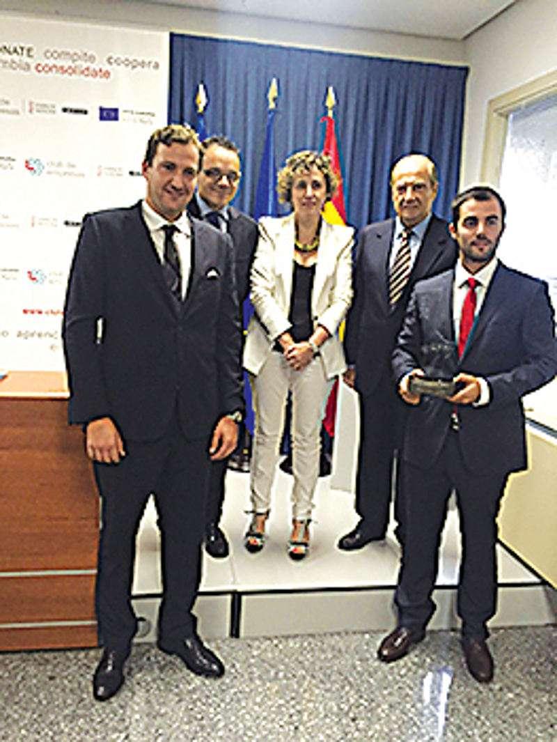 Los empresarios de Compolínies con el premio. EPDA