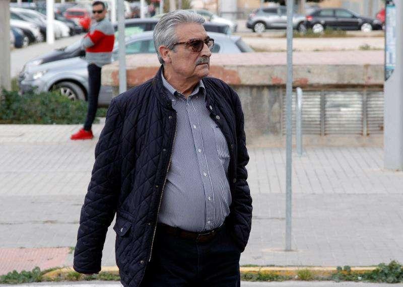 El exalcalde de Orihuela José Manuel Medina llega a los juzgados de Elche para el juicio de la pieza del caso Brugal. EFE/Archivo