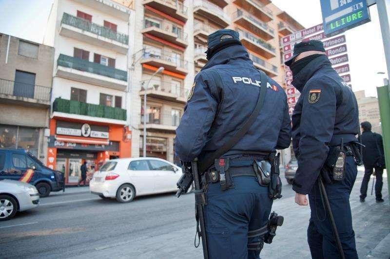 Imagen de dos agentes de la Policía Nacional. Archivo/EPDA