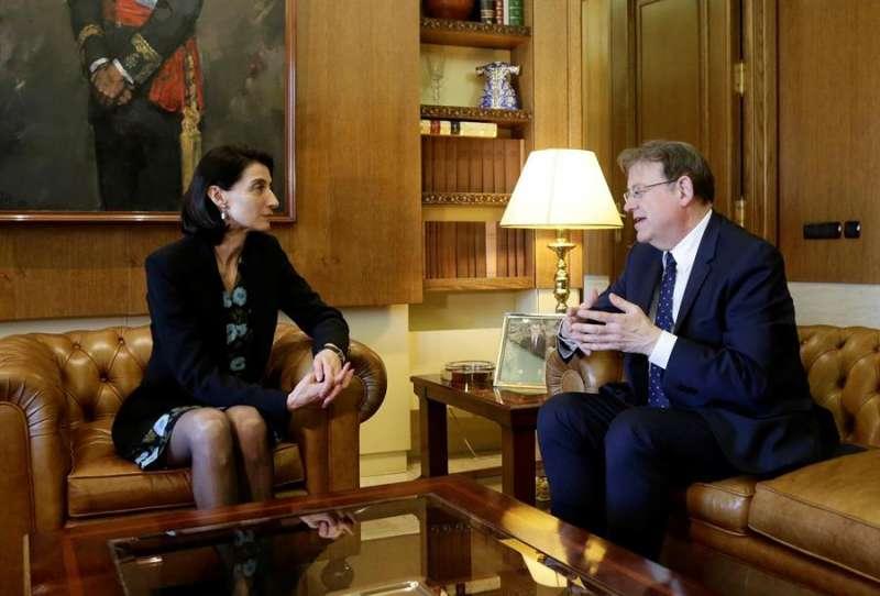 Fotografía facilitada por el Senado de su presidenta, Pilar Llop, con el president de la Generalitat Valenciana, Ximo Puig.- EFE/Senado