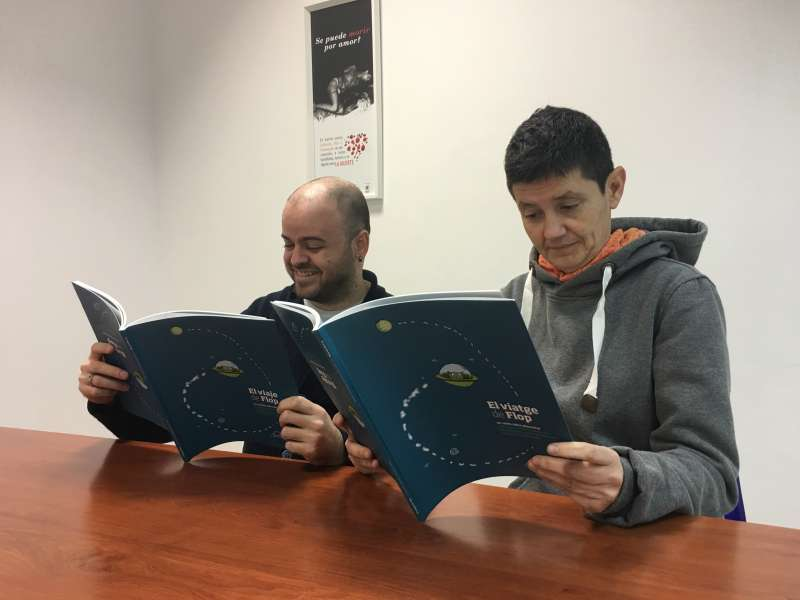 El técnico en Educación Juan Fco. Fernández y la gerente de Lambda  Marina Valiente.