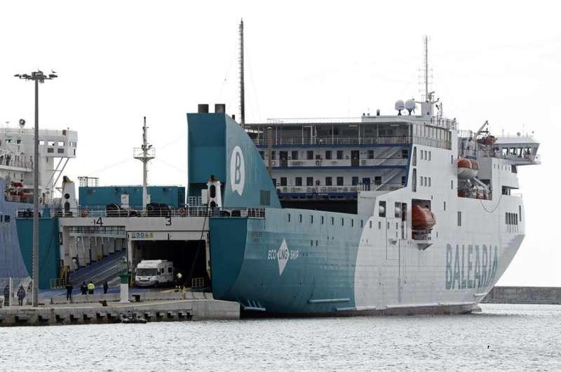 Un buque de la naviera con sede en Denia (Alicante). EFE