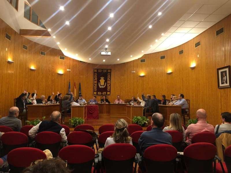 Imagen del Pleno realizado en Moncada donde han asistido vecinos. -EPDA