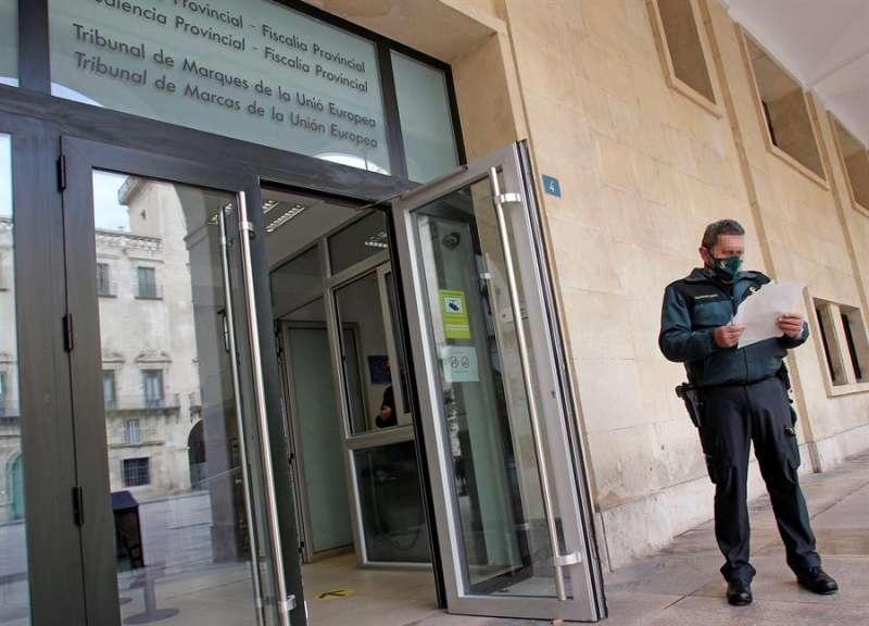 Entrada principal de la Audiencia Provincial de Alicante EFE