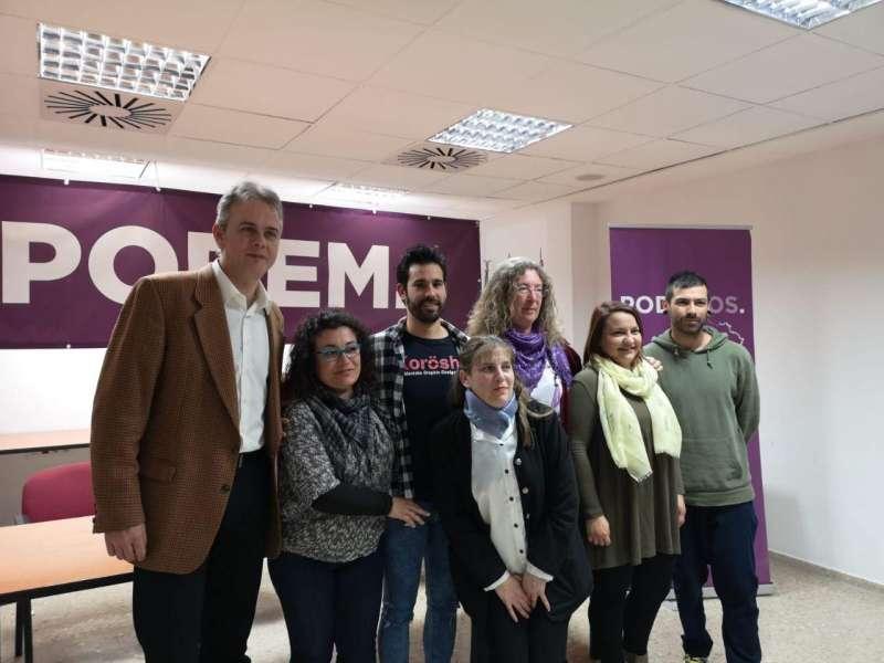 Miembros de Podemos Aldaia con Illueca