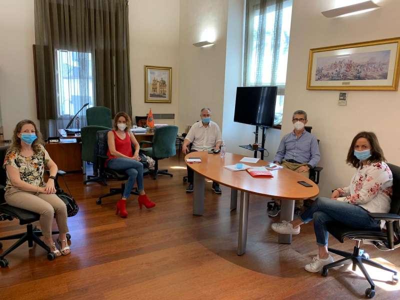 Civera en la reunión con representantes de UGT. / EPDA
