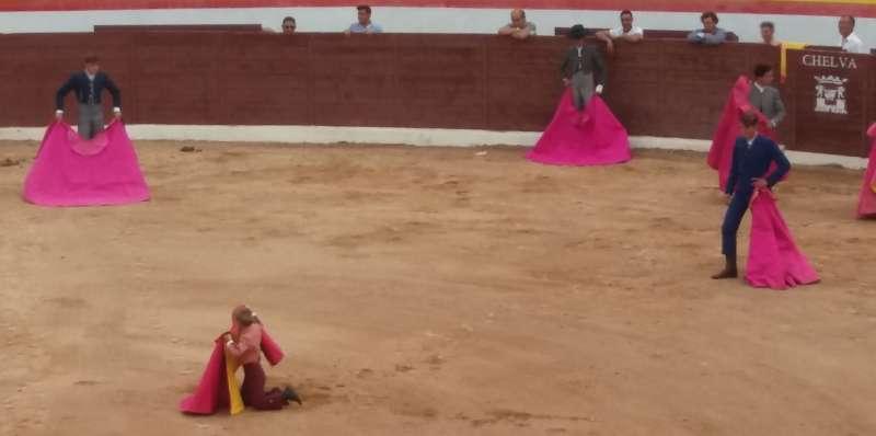 Clases de tauromaquia en la plaza de toros de Chelva