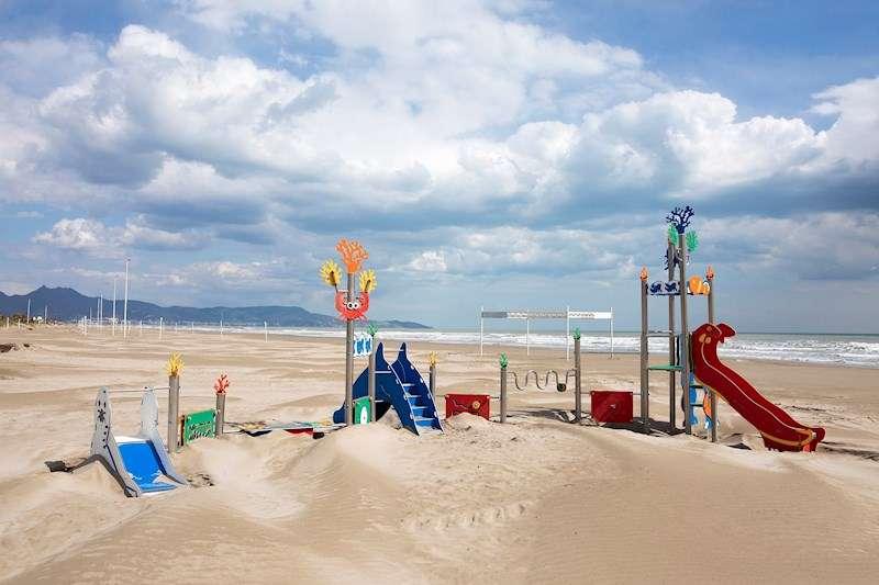 Imagen de la una playa desierta. EFE