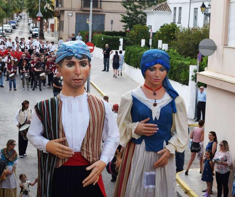 Dolçaines, tabals, gegants i cabuts fan festa a Vilamarxant