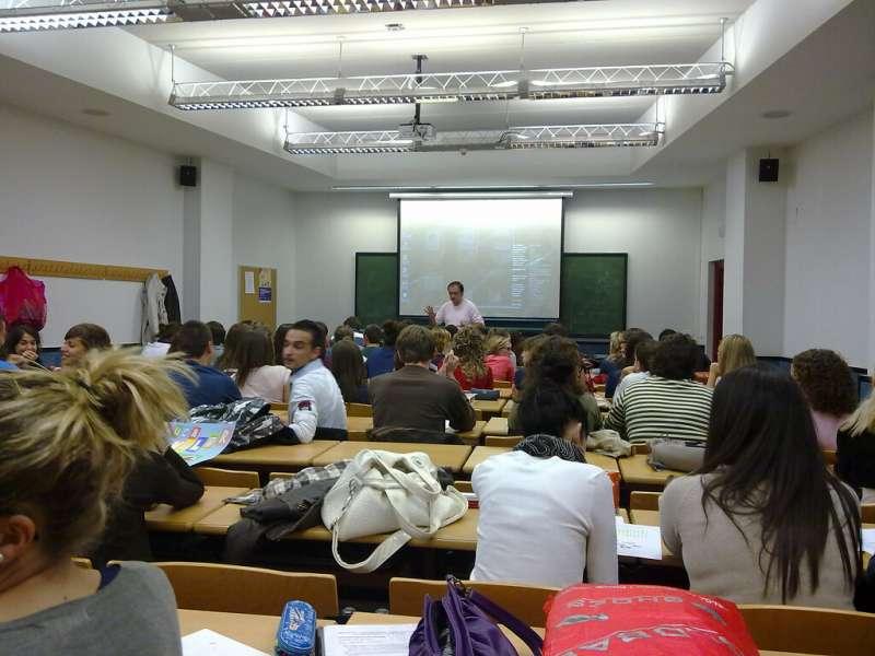 Alumnos en el aula. EPDA