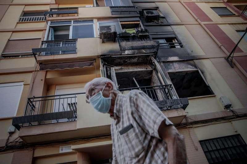 Fachada del edificio incendiado. EFE/Biel Aliño