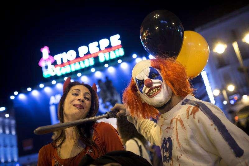 Varias personas disfrazadas para celebrar la noche de Halloween. EFE/Archivo