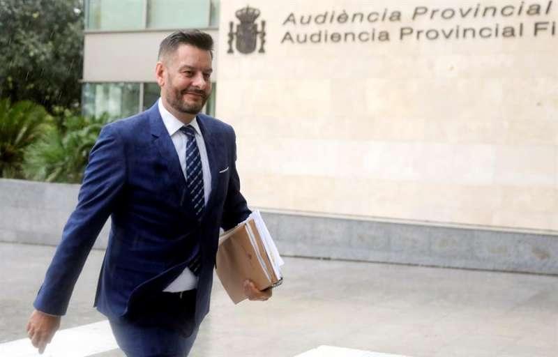 El concejal de Comercio del Ayuntamiento de València, Carlos Galiana, a su llegada a la Ciudad de la Justicia de València.EFE