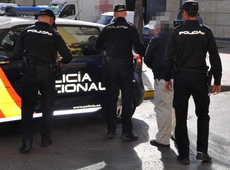 Policia en un arresto en València. EPDA.
