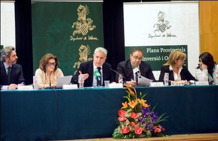 Medina durante la presentación de los planes de inversión en la comarca de la Ribera Alta. Foto: Abulaila