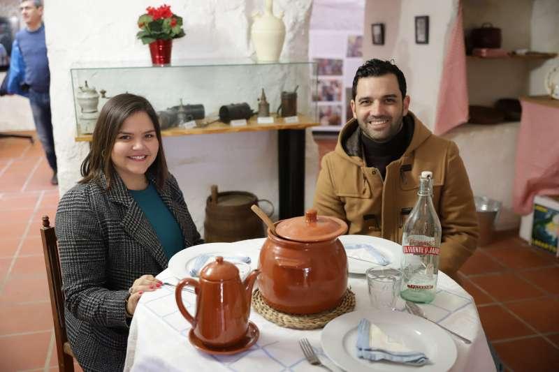 El Alcalde Juan Antonio Sagredo y la concejala Teresa Espinosa en la exposición