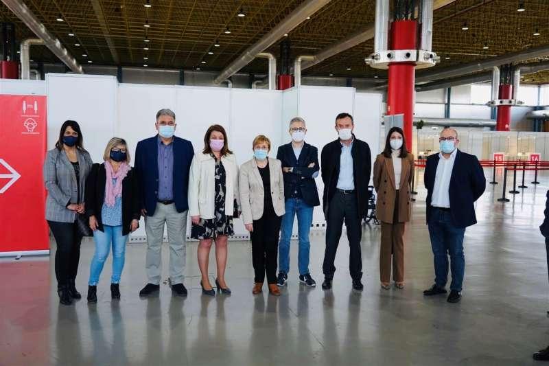 Acto de presentación del servicio de autobuses gratuitos para ir a vacunarse en Elche y Alicante. EFE/GVA