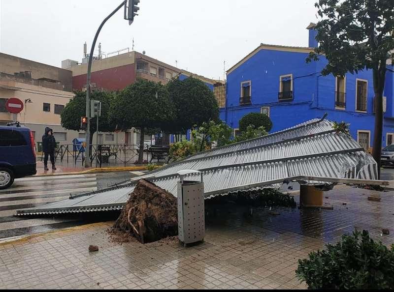 El fuerte viento hace destrozos en El Palmar. FOTO CINTIA SANCANUTO