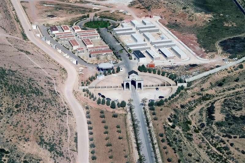 Foto cedida por el Ayuntamiento de Elda del cementerio municipal. En la parte superior se ve un terreno allanado para el futuro cementerio de mascotas.
