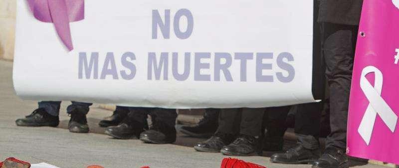 Pancarta de condena del asesinato machista ocurrido en Rojales en abril de este año.EFE/Archivo