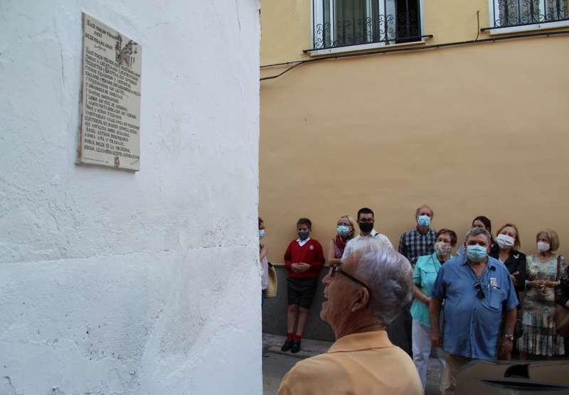 Detalle del poema plasmado en la cerámica valenciana. / EPDA