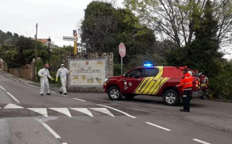 Bomberos desinfectando Castellnovo