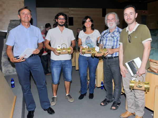 Los ganadores del concurso con el concejal de Turismo del Ayuntamiento de Sagunto. EPDA