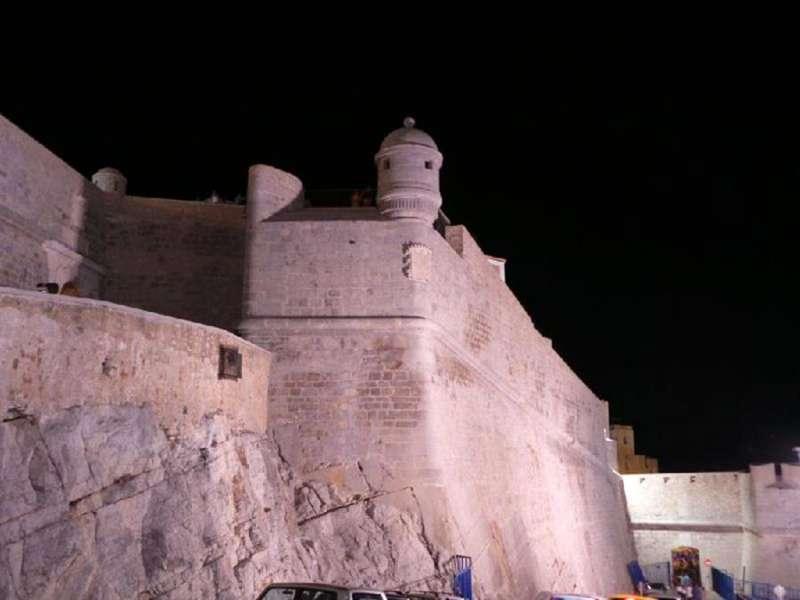 Vista parcial del castillo de Peñíscola. EFE