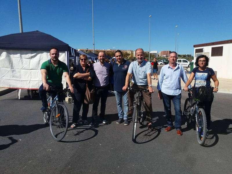 Alcalde i regidors de Manises durant la jornada de mobilitat. EPDA