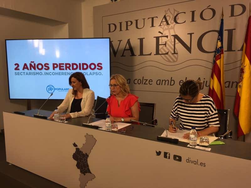 La portavoz del Partido Popular en la Diputación de Valencia, Mari Carmen Contelles con MªJosé Català y Elena Bastidas.