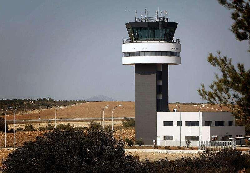 Fotografía de archivo de la torre de control del aeropuerto de Castellón. EFE