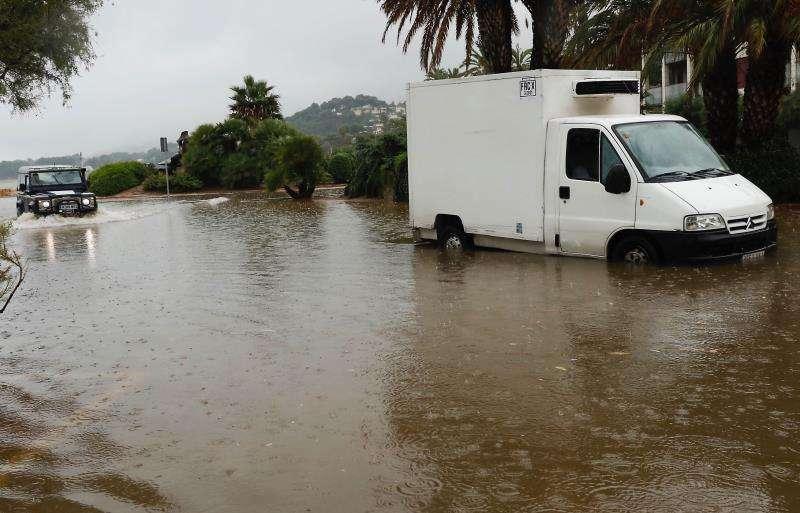 La provincia de Castellón está en alerta roja por riesgo de lluvias que podrían llegan hasta los 200 litros por metro cuadrado en tan solo 12 horas, según la Agencia Estatal de Meteorología (AEMET).
