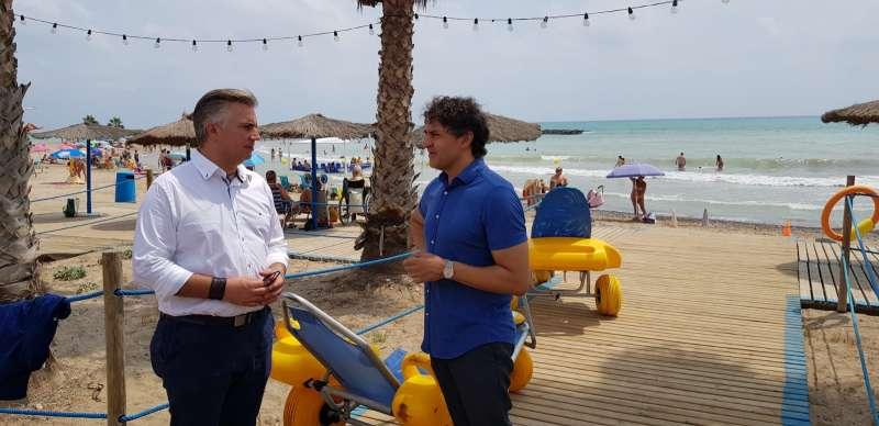 El secretario autonómico de Turisme, Francesc Colomer con el alcalde de Xilxes, José Martínez. EPDA