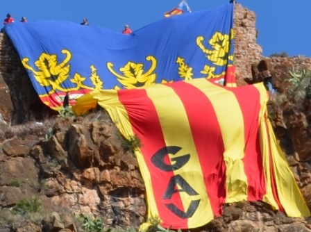 La senyera en el castillo de Almenara. FOTO GAV