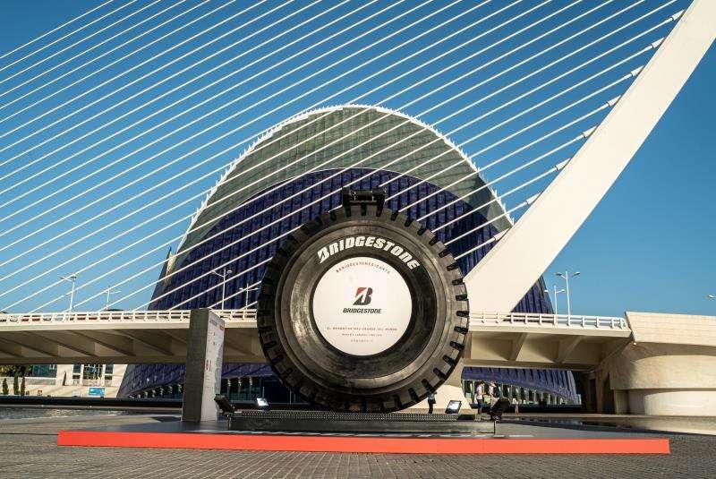El neumático VRPS®, ya en València, en una foto difundida por Bridgestone.
