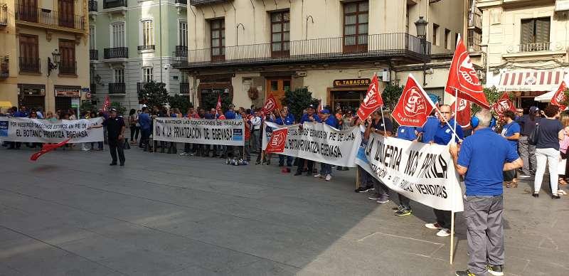 Trabajadores de Egevas protestan ante el Palau de la Generalitat