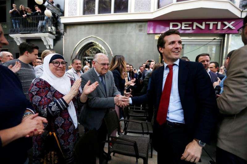 El candidato del PP a la Presidencia del Gobierno, Pablo Casado, durante su encuentro con simpatizantes en Elche. EFE