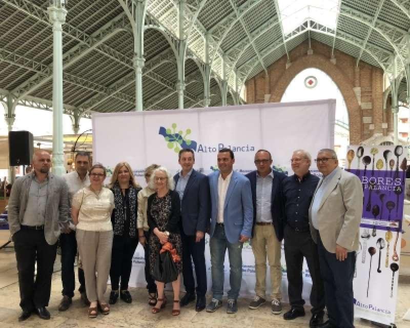 El Presidente de la Mancomunidad Alto Palancia y el vicepresidente de la Diputación de Castellón en el acto de inauguración en Mercat Colón de València.