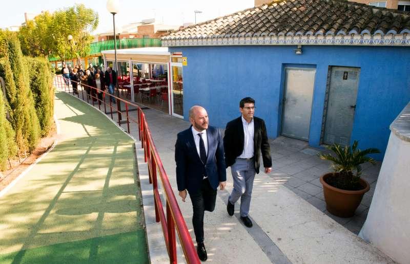 Rodríguez y Gaspar visitan instalaciones públicas en Faura. EPDA