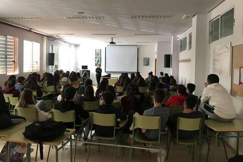 Los jóvenes siguieron las intervenciones con interés