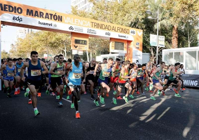Imagen de la salida de la Media Maratón València en la edición anterior. EFE/Juan Carlos Cárdenas