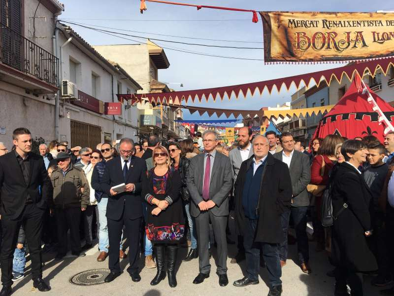 Representantes políticos con los diputados García y Nofuentes al frente. FOTO DIVAL