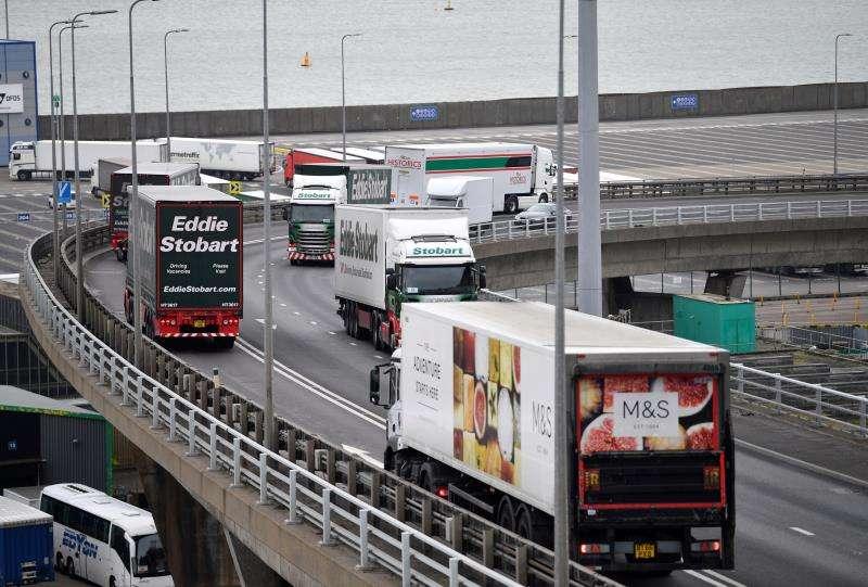 Camiones a su llegada a un puerto. EFE/Archivo