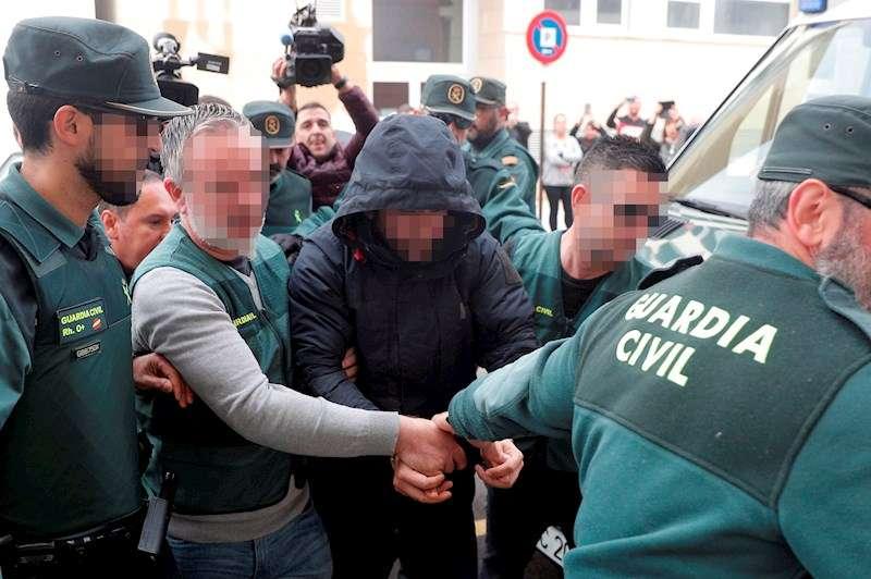 El encarcelado por la muerte de Marta Calvo, Jorge Ignacio P.J., de 38 años, a su llegada al Juzgado 6 de Alzira (Valencia). EFE