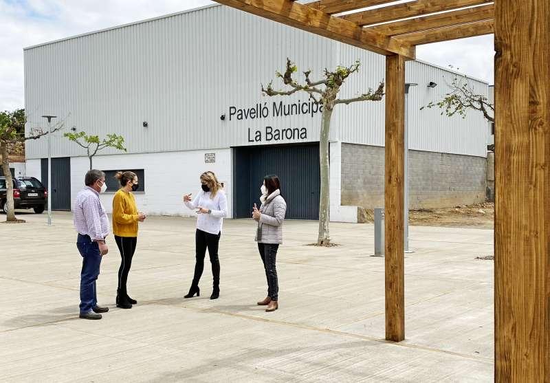 Visita de Marta Barrachina a la reformada plaza de la Barona/EPDA
