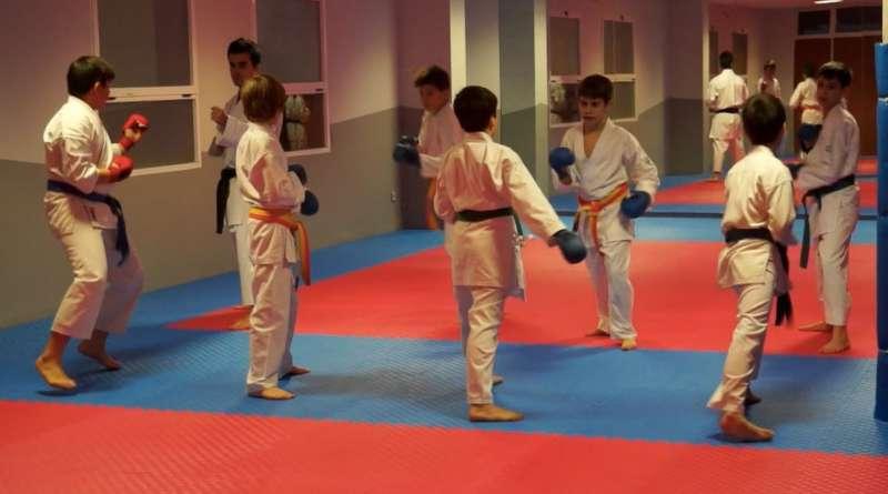 Nuevo tatami municipal para practicar Karate