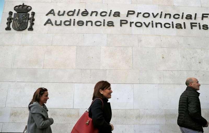 Isabel Bonig, a su llegada a la Ciudad de la Justicia de Valéncia. EFE/Manuel Bruque