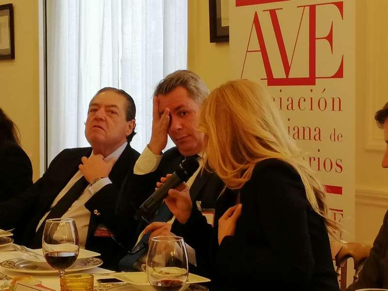 Vicente Boluda (izquierda), junto a Diego Louente (centro) y Cristina Tàrrega (derecha). EPDA