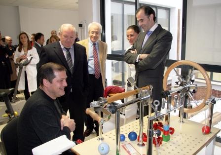 El conseller de Sanitat, Manuel Llombart, inaugura las nuevas instalaciones de Rehabilitación de Ribarroja. Foto EPDA