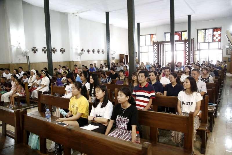 Misa celebrada en chino el pasado 18 de agosto en la parroquia personal de la comunidad china Ntra Sra de Sheshan, en el templo de Santa María Goretti en Valencia. EPDA